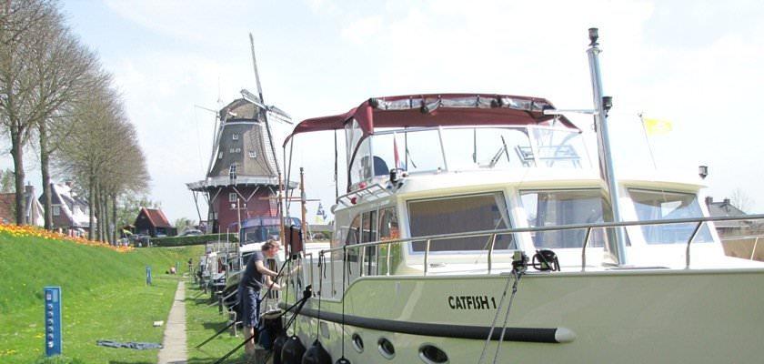 http://www.yachtcharterwetterwille.de/uploads/images/slider/Catfish.46.16_1.jpg