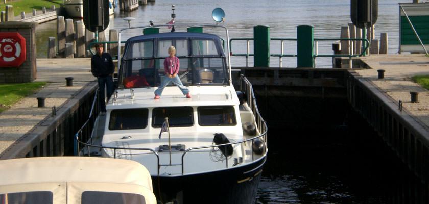 http://www.yachtcharterwetterwille.de/uploads/images/slider/herfstvakantie-2007-19.jpg
