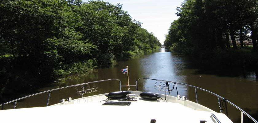 http://www.yachtcharterwetterwille.de/uploads/images/slider/minerva_boeg1.jpg