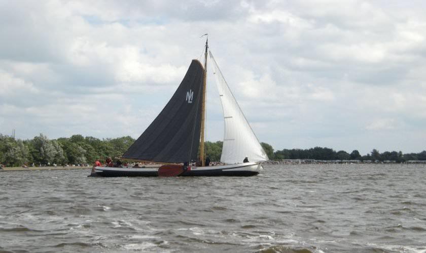 http://www.yachtcharterwetterwille.de/uploads/images/slider/skutsjesilen_1.jpg