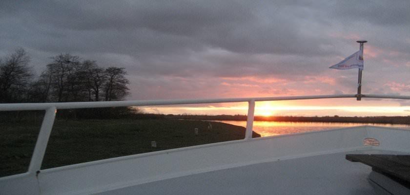http://www.yachtcharterwetterwille.de/uploads/images/slider/zon.boeg_1.jpg